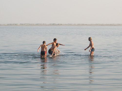Geringe Wassertiefe in Wittdün - ideal zum Plantschen - schlecht zum Schwimmen...