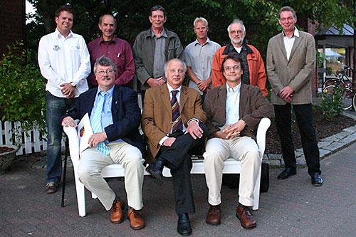 hinten v.l.: Gunnar Hesse, Peter Heck-Schau, Reinhard Melcher, Arne Schnoor, Jens Quedens, Heinrich Johannsen vorne v.l.: Klaus Düsterhöft, Peter Koßmann, Christoph Decker