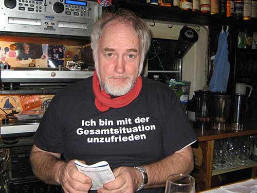 """Wirt der """"Blauen Maus"""" Jan von der Weppen demonstriert offen seine Meinung..."""