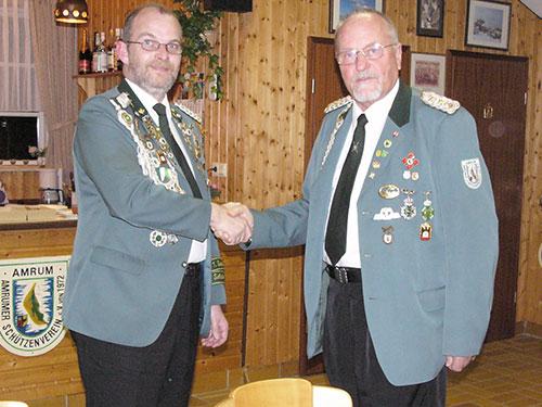 Der neue 1. Vorsitzende Utz Johannsen (l.) und der alte 1. Vorsitzende Peter Zöllner