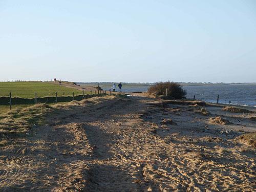 Kliff zwischen Nebel und Steenodde