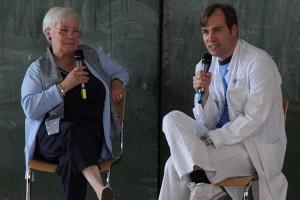 Prof. Dr. Laack im Gespräch mit einer betroffenen Patientin
