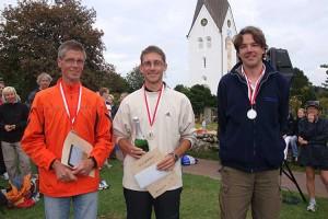 Herren 28,5 von links Günther Worm (3.), Jan Peter Brückner (1.) und Gunnar Gräf (2.)