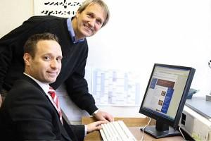 Schulleiter Jörn Tadsen (hinten) und Holger Witt