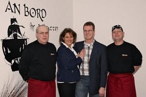 Meike Grünig und Sven Richter mit ihrer Küchen-Crew
