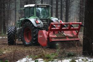 Böden werden für Neuanpflanzung vorbereitet