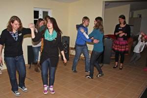 Jugendliche beim Tanzkurs