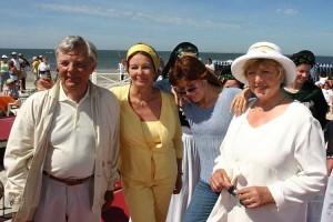 Auftritt in der Aktuellen Schaubude in Norddorf 20.06.2005; v.l. Peer Schmidt, Helga Schmidt, Katja Ebstein, Marie Luise Marjan