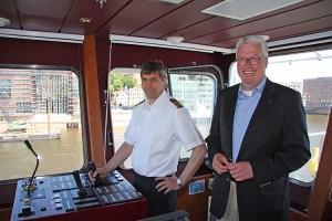 Kapitän Christ Tholund und Geschäftsführer Axel Meynköhn