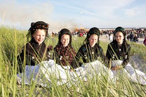 Vier Jung-Friesinnen beim Fototermin