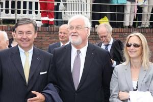 Ministerpräsident Carstensen mit Gemahlin und Michael Behrendt Vorsitzender des Verband Deutscher Reeder bei der Taufe