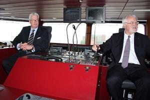Männer auf der Brücke... Ministerpräsident Carstensen und Axel Meynköhn