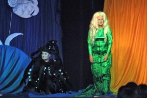 Die böse Wasserhexe und die kleine Meerjungfrau