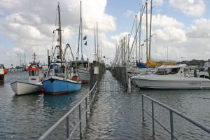 """""""Brücke unter"""" am Steg des Yachtclubs..."""
