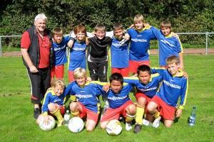 D-Jugend mit Trainer