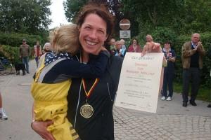 Siegerin 28,5 Km Asrtid Beck mit Kind...