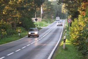 Überholverbot und Geschwindigkeitsbeschränkung an der Tankstelle...
