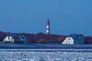 Schon leichter Eisgang in der Wittdüner Bucht...(Lückel)