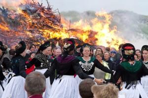 Tanz vor dem Feuer...