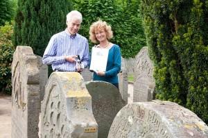 Karsten Rickmers und Pastorin Frederike Heinecke