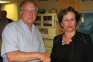 Peter Koßmann gratuliert Ingrid Heil...