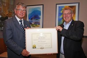 Übergabe... Hans-Peter Traulsen (re) gibt seine Verantwortung an Dr. Ralf-Sigmar Simon weiter