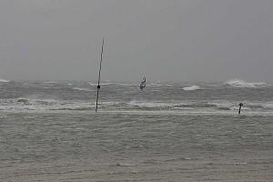 Nicht ohne Gefahr... Surfen bei Starkwind