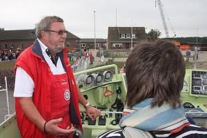 Vormann Jens Petersen erklärt den oberen Fahrstand...