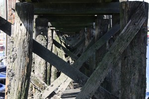 Die alte Brückenkonstruktion hat schon bald ausgediehnt...