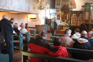 Abschluss der Mahnwachen mit Stille in der Kirche...