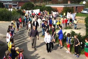 Stiller Protest auf dem Schulhof...