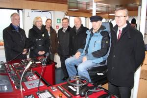Besichtigung der Brücke vr. Harald Fassmer, Kpt Hinrich Ricklefs , Albert Pahl  Kreistagspräsident,  Renate Gehrmann 2.v.l.
