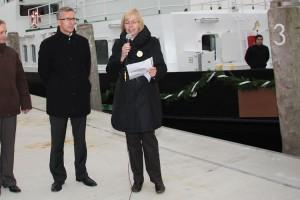 Taufpatin Renate Gehrmann bei der Ansprache mit Werftinhaber Harald Fassmer