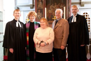 v.l.: Pastor Ernst Martin Dahl, Pastorin Friederike Heinecke, Pauline Höfer, Vorsitzender Friesenrat Erk Hassold, Pastor Christian Dahl