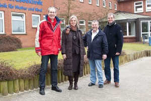 v.l.n.r: Klinikdirektor AOK Herr Pinaß, Dr.Gitta Trauernicht, Lothar Herberger und Christian Klüßendorf