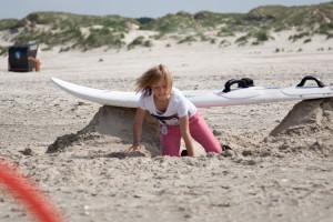 Hürdenlauf bei der Strandolympiade...