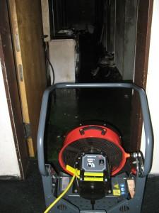 Mit dem Rauchgasventilator wurde Rauch aus dem Keller gesaugt...