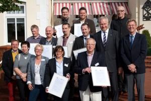 Vertreter der teilnehmenden Betriebe und Vertreter der IHK