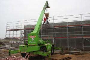 Betonarbeiten an den Wänden der Sporthalle