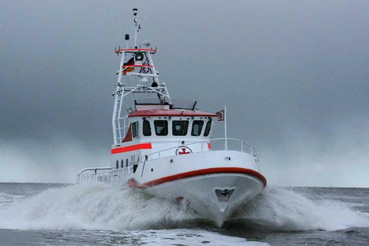 Segelyacht im sturm  Segeltörn nach Gran Canaria endet im Sturm vor Nordfriesland...