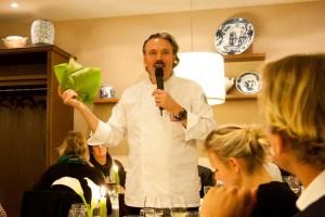 Peter Scharff führte neben dem Kochen durch den Abend...