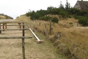 Am Strandübergang abgelegt...