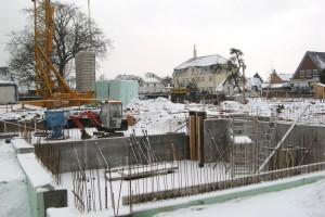 Stillstand auf der winterlichen Baustelle...