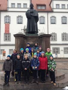 Die Amrumer vor dem Luther Denkmal