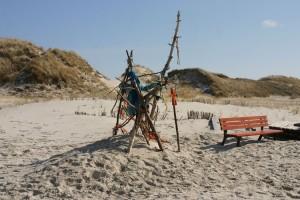 Nicht immer einfach... Müll oder Strandkunst? Strandkunst - ist sich die Redaktion einig...