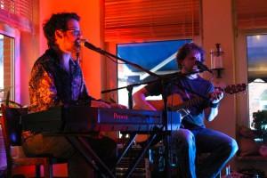 Georg Sheljasoy am Piano und Daniel Wagner an der Gitarre
