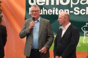 Heiko Kohn(re) wird auf der Fachmesse ausgezeichnet...