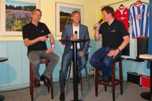 Veranstaltungsleiter  der AmrumTouristik Michael Hoff und Mitarbeiter Andreas Buzalla beim Interview mit Gerhad Delling...