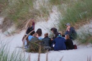 Auch von harmlosen Strandpartys geht eine Gefahr aus...