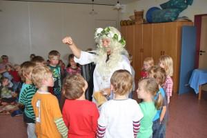Die Elfe Finola Glöckchenklang besuchte den Kindergarten und verzauberte die Kleinen und Größeren